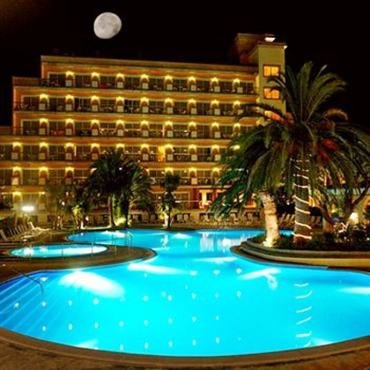 Senior Voyage 2015 2016 Barcelona si Madrid Hotel Luna Club sau similar 4stele